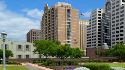 DoubleTree-Austin-Hotel